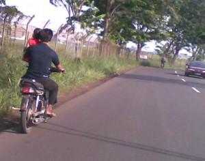 bawa anak naik motor